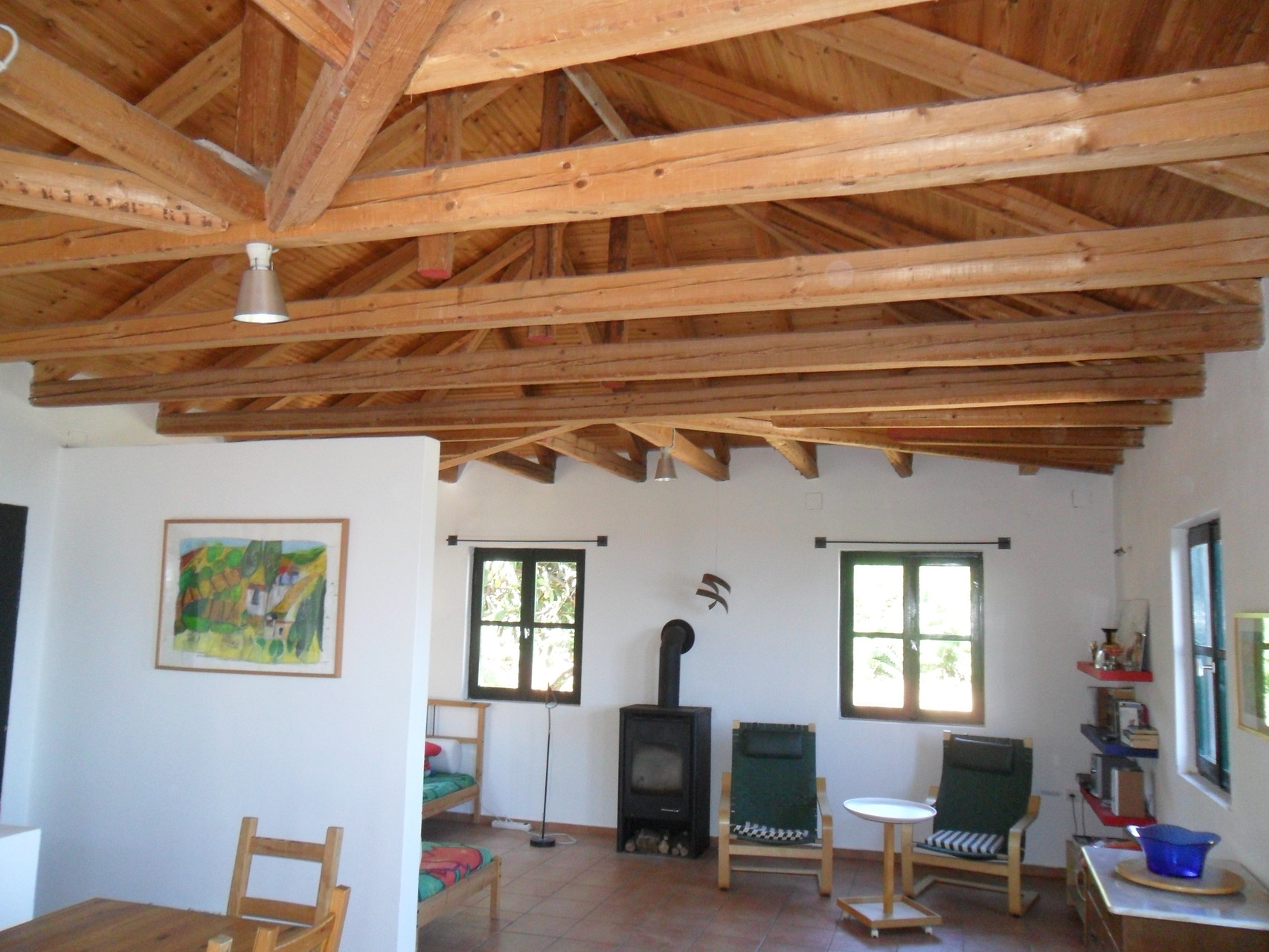 Wohnraum mit offenen Dachstuhl (Galerieatmosphäre)