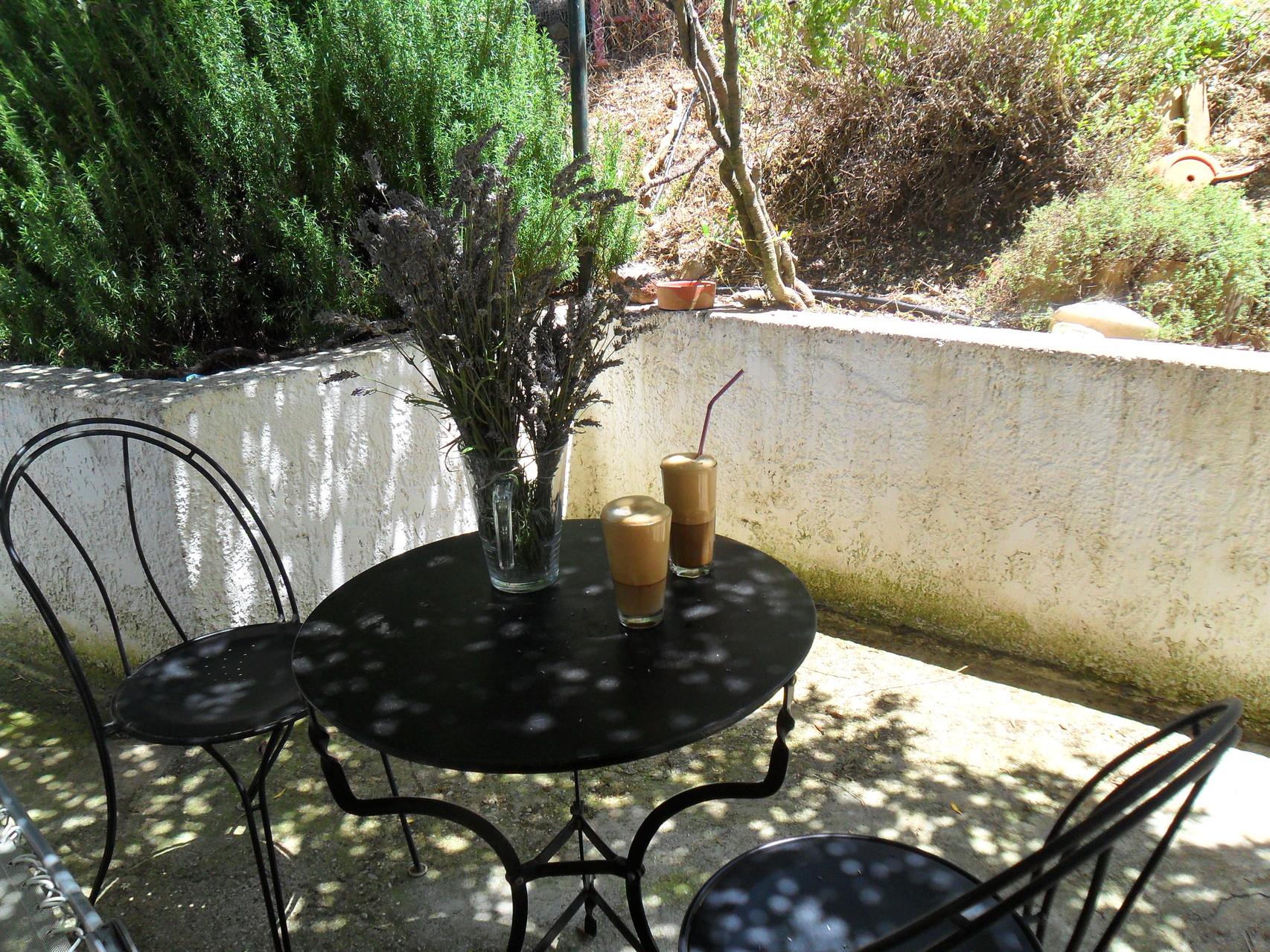 Sitzplatz hinterm Haus
