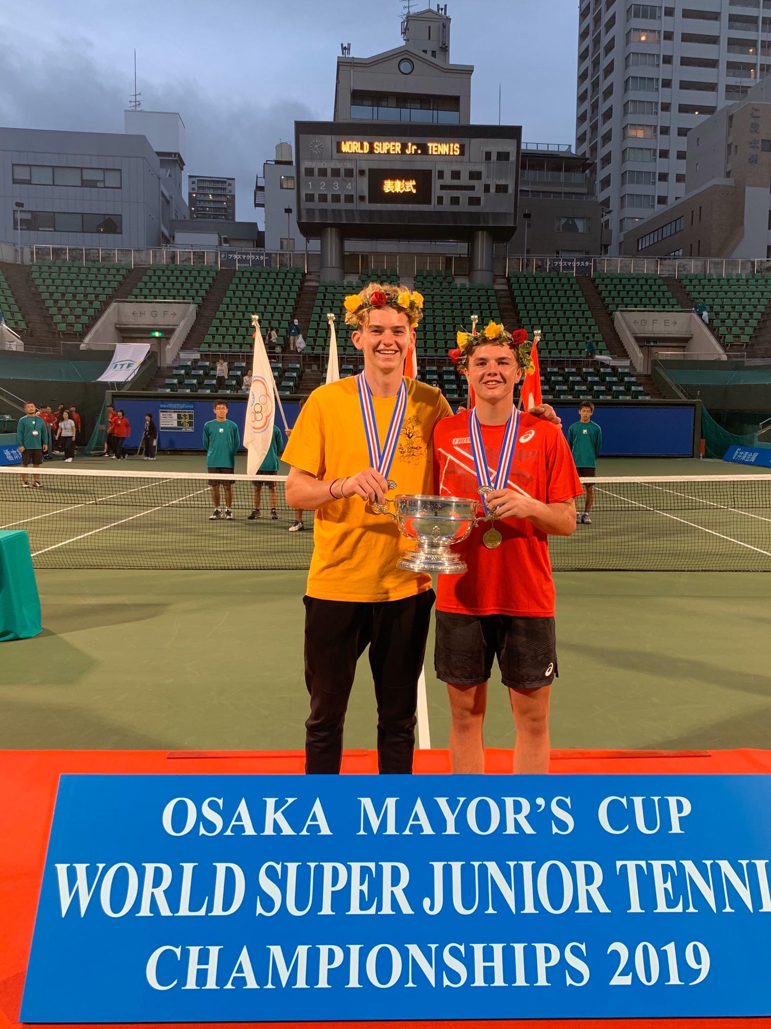 Grade A Sieg im Doppel in Osaka, Japan.