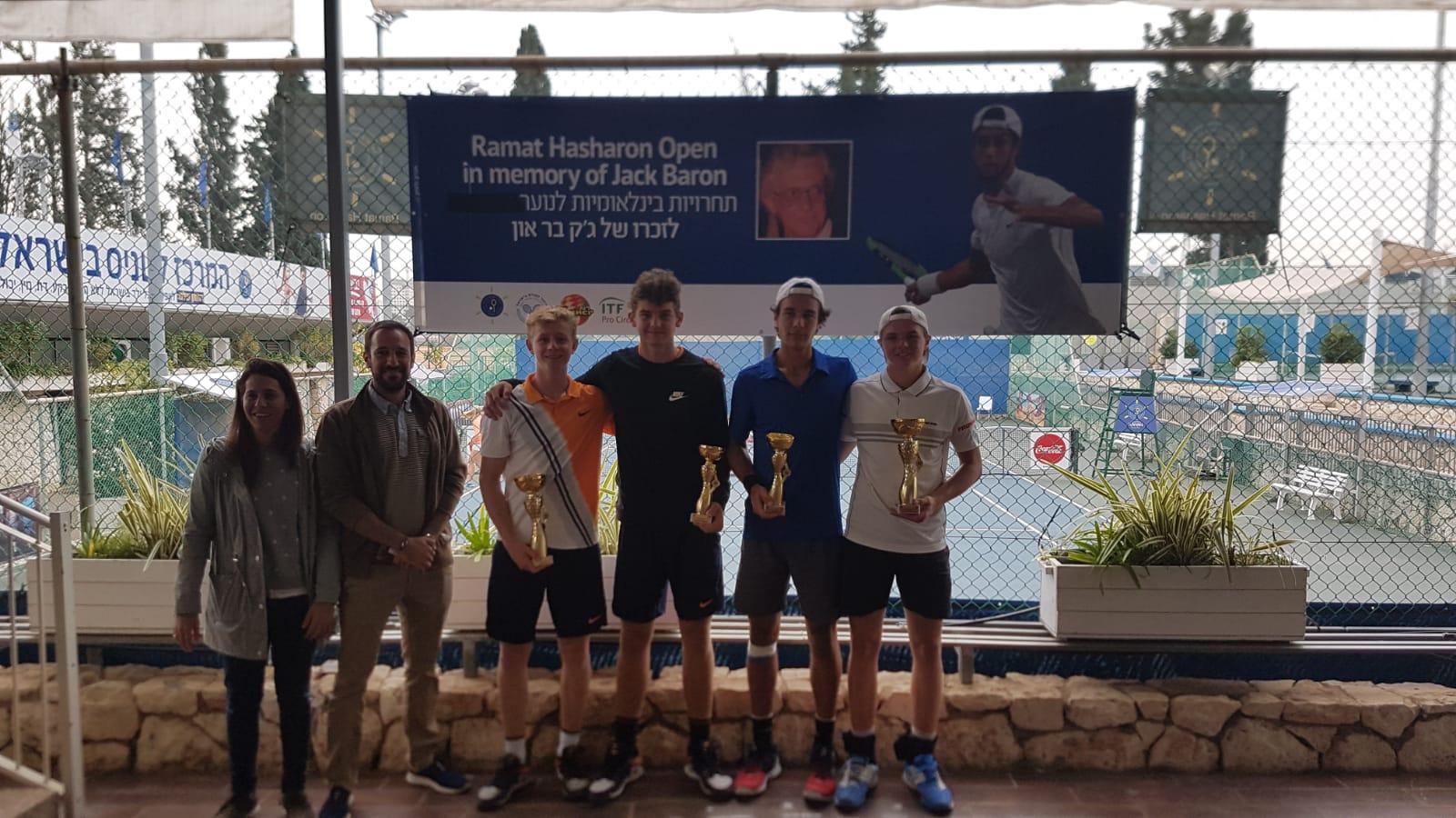 Rein schweizerischer Doppelfinal. 10:7 im dritten Satz gegen Tanner und Kym. Zusammen waren sie 3 Wochen in Israel