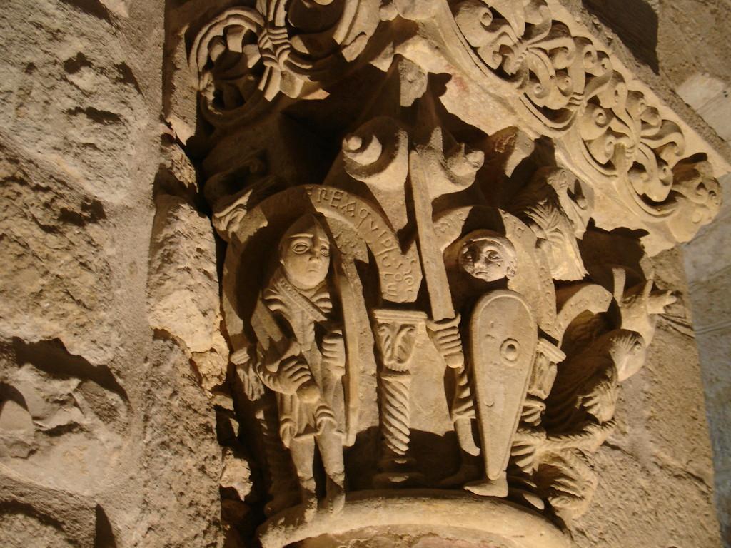 Hagetmau : les gardiens de Saint Pierre dans la crypte de Saint Girons