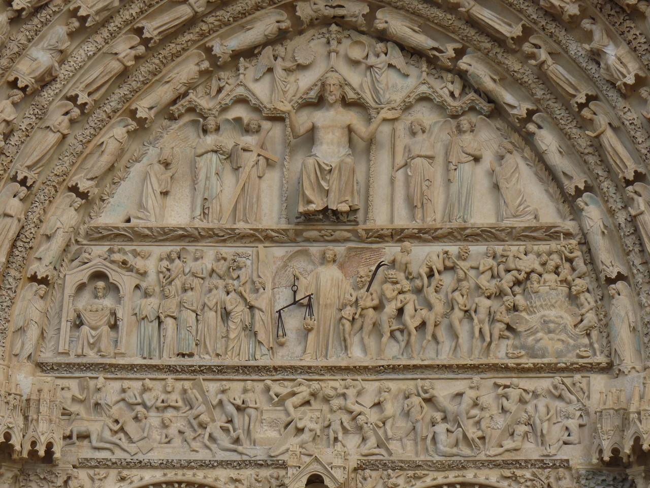 Bourges, la cathédrale Saint Etienne : le portail central de la façade Ouest représentant le Jugement Dernier