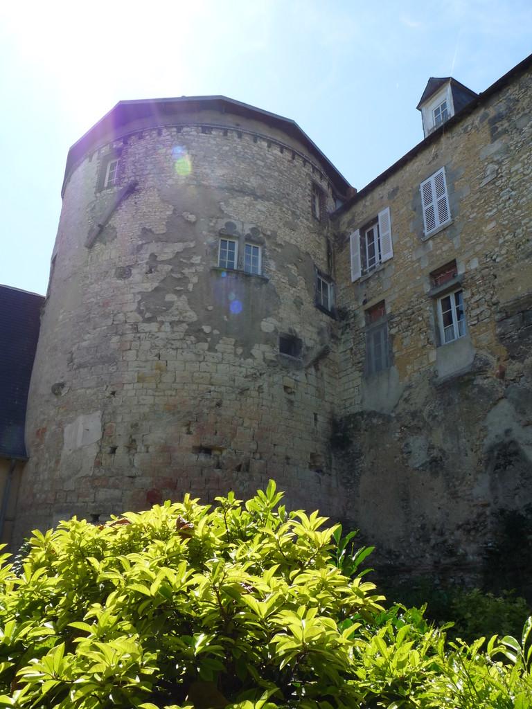 Bourges : la muraille gallo-romaine en réemploi