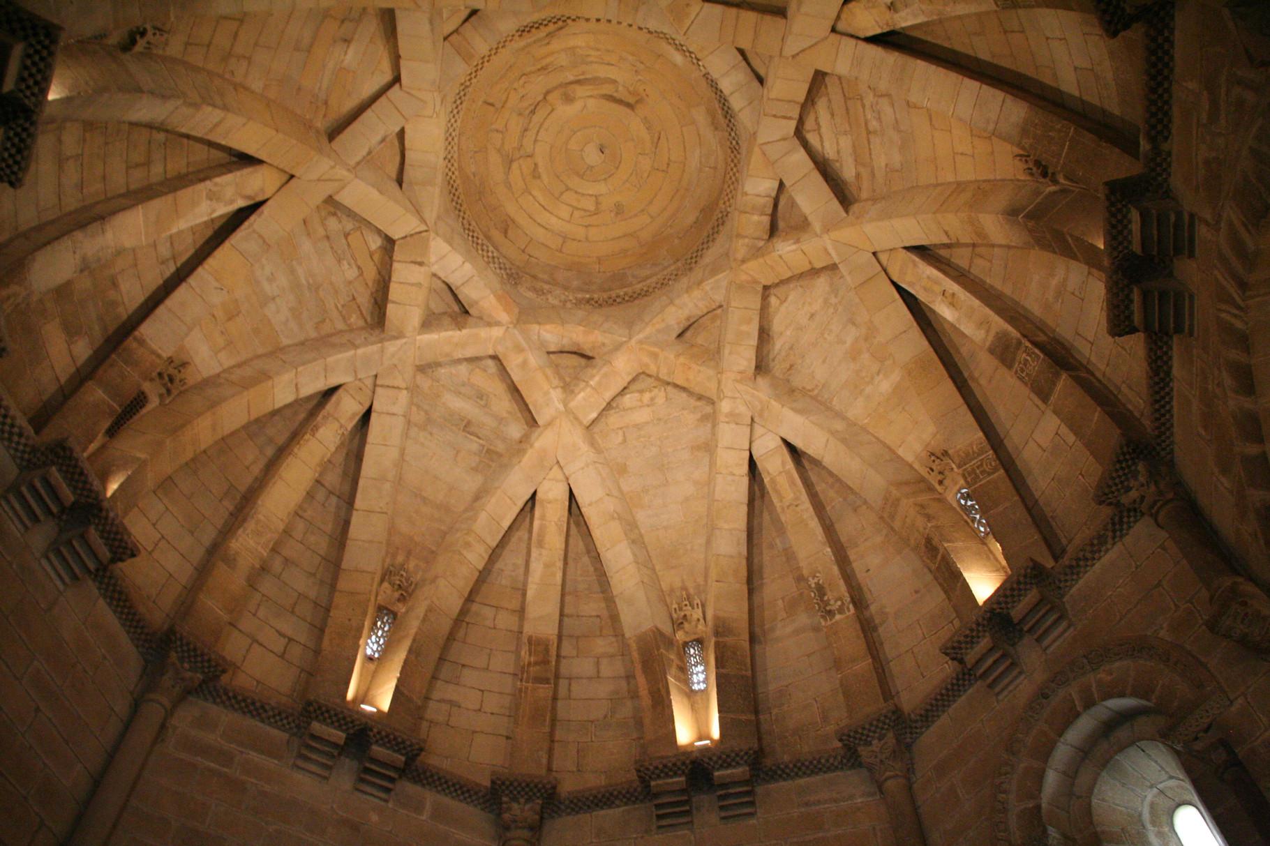 Torres del Rio: coupole à nervures ( mudejar) de l'église du Saint Sépulcre