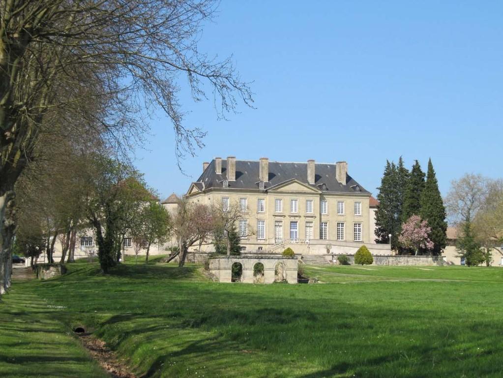 Virazeil: le château vu coté Sud