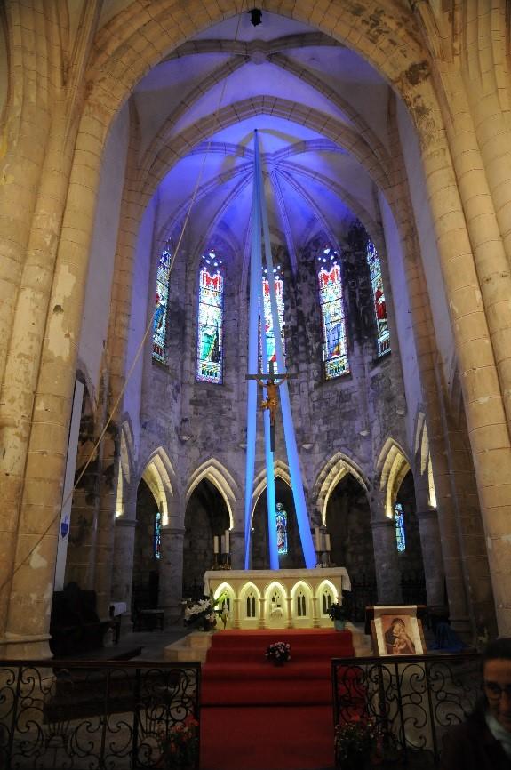 L'abbaye de Marcilhac-sur-Célé: le chœur entouré d'un déambulatoire
