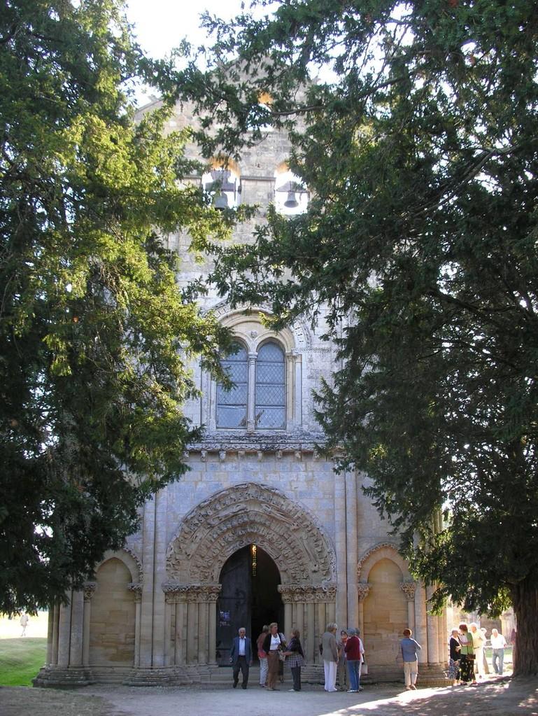 Blasimon : la façade de l'abbaye