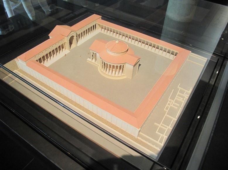 Périgueux, le musée Vesunna: la maquette du temple de Vésone