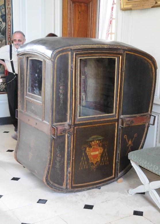 Le château de Parentignat: une chaise à porteurs