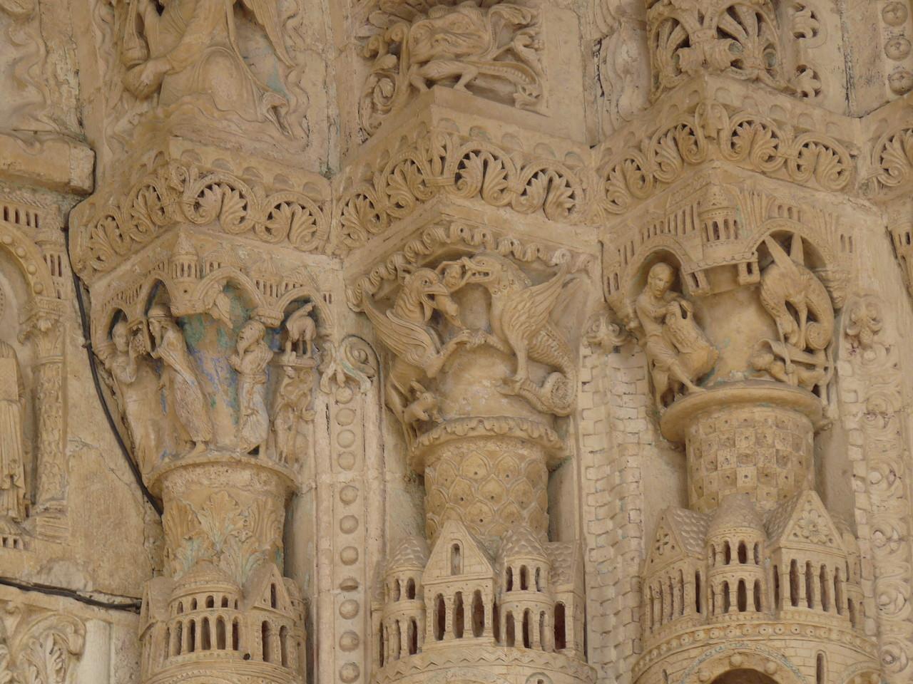 Bourges, la cathédrale Saint Etienne : les chapiteaux du portail Sud