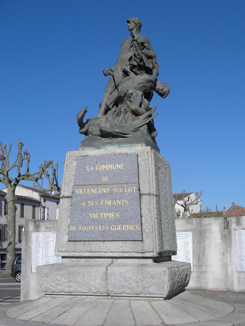 Villeneuve-sur-Lot : le monument aux morts
