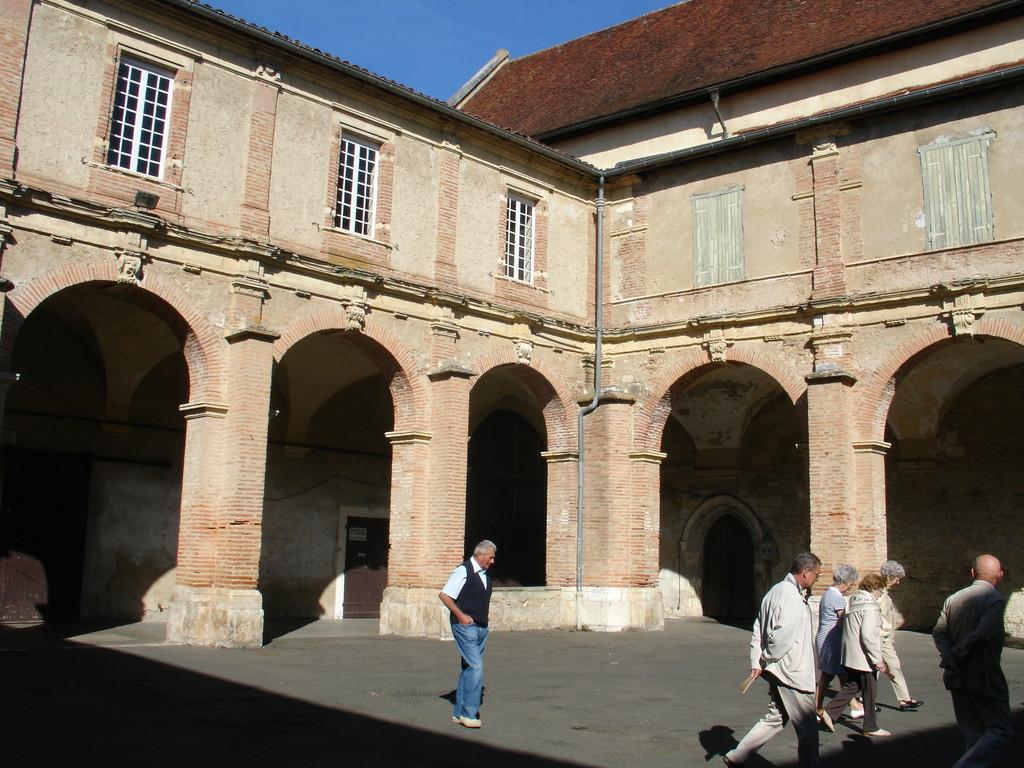 Saint Sever : le cloître du couvent des Jacobins