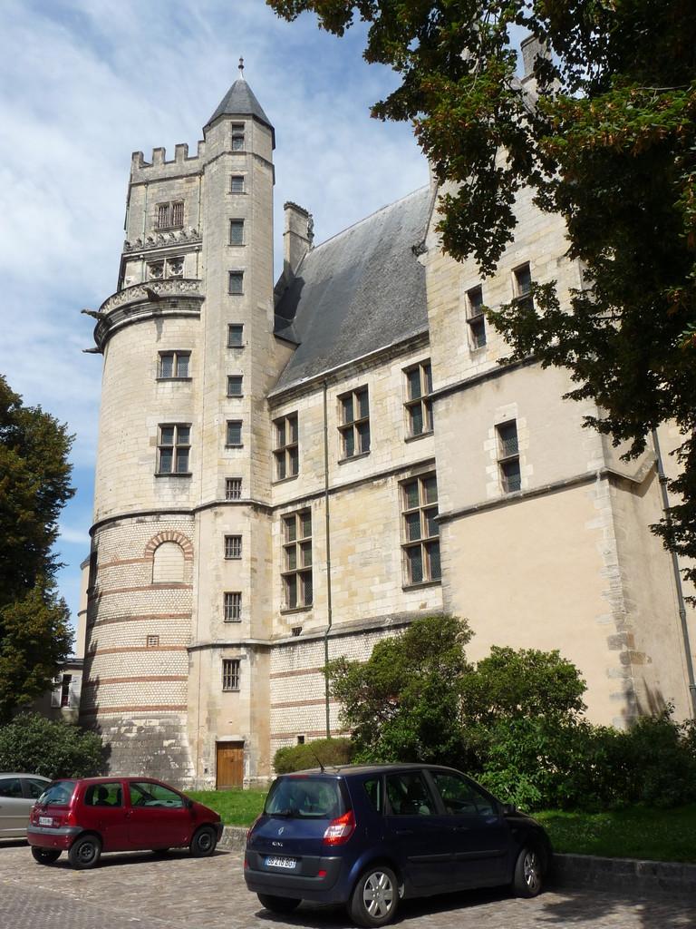 Bourges, maison de J. Coeur : la façade arrière édifiée sur la muraille gallo-romaine