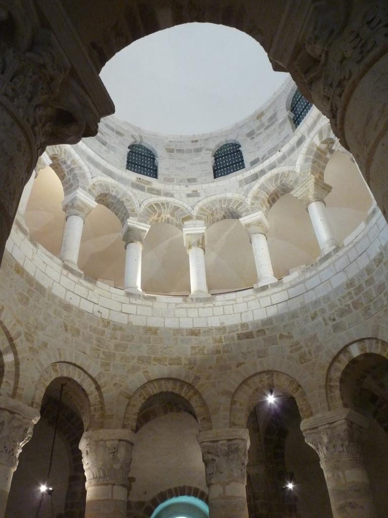 Neuvy St Sépulchre : les 3 niveaux de la rotonde