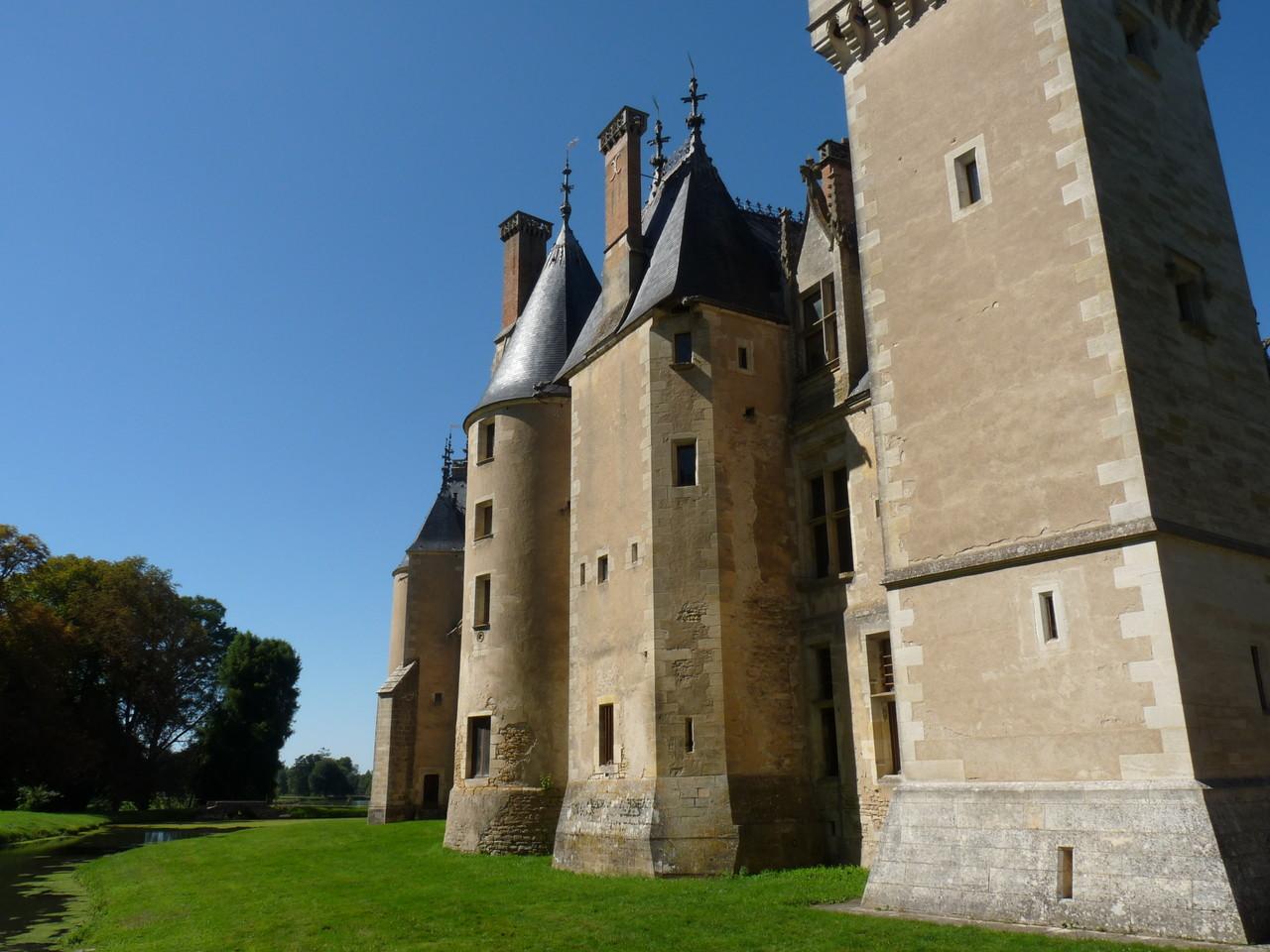 Meillant, le château : la façade arrière médiévale