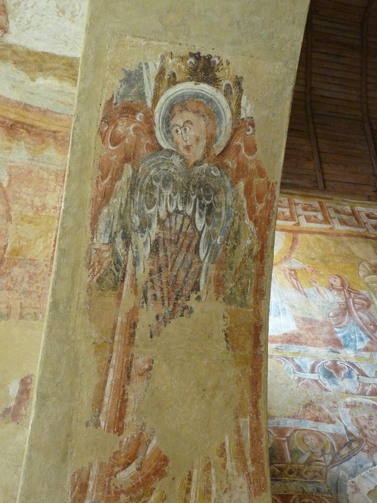 Vic, fresques de l'église : la voûte décorée