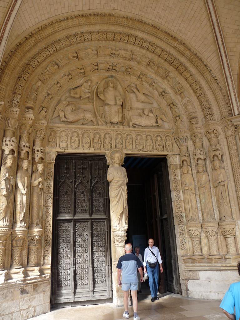 Bourges, la cathédrale Saint Etienne : le portail sud et le Christ en majesté