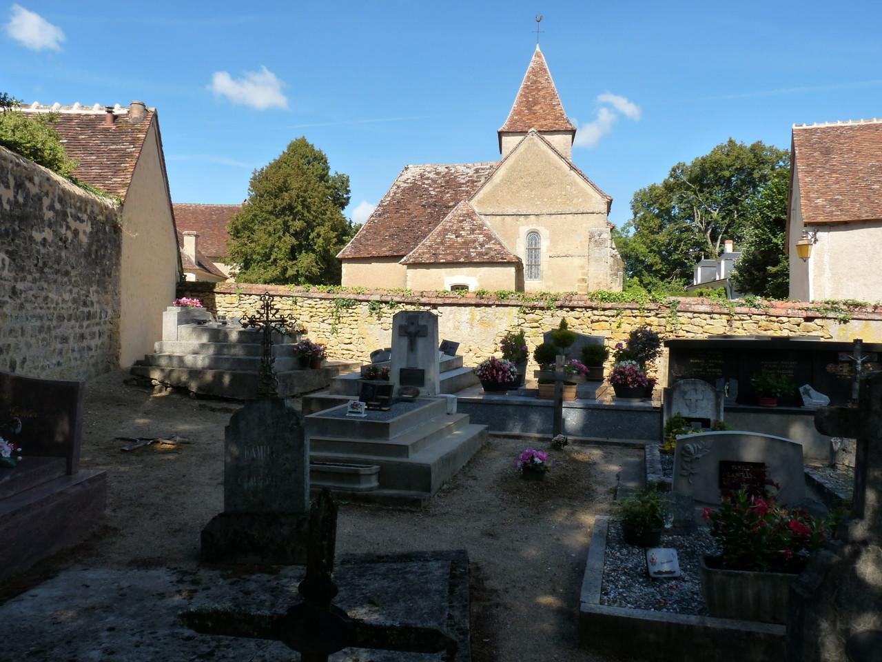 Nohant : l'église depuis le cimetière familial