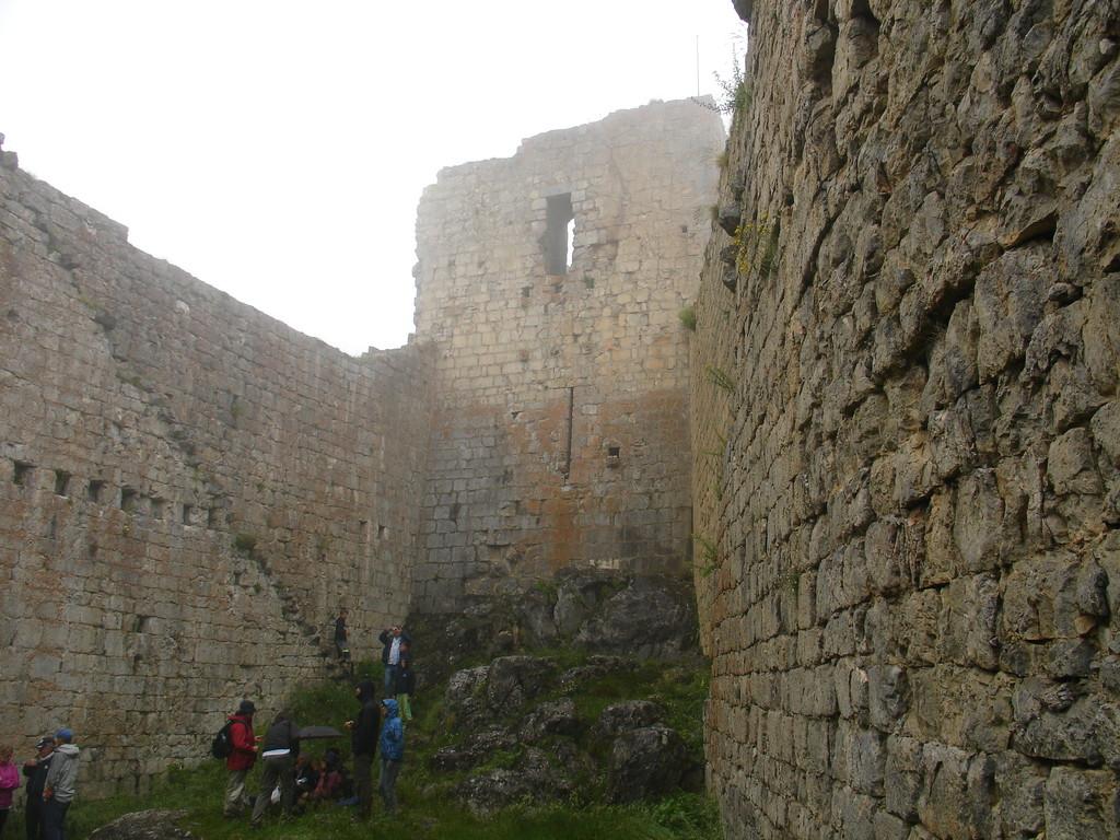 Montsegur : dans la cour intérieure du château