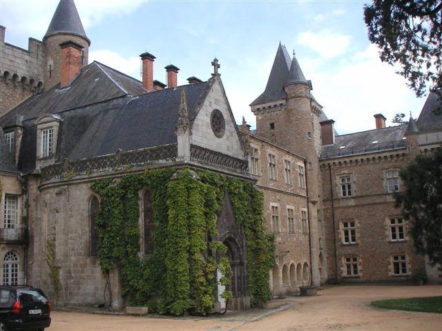Le château de Busset