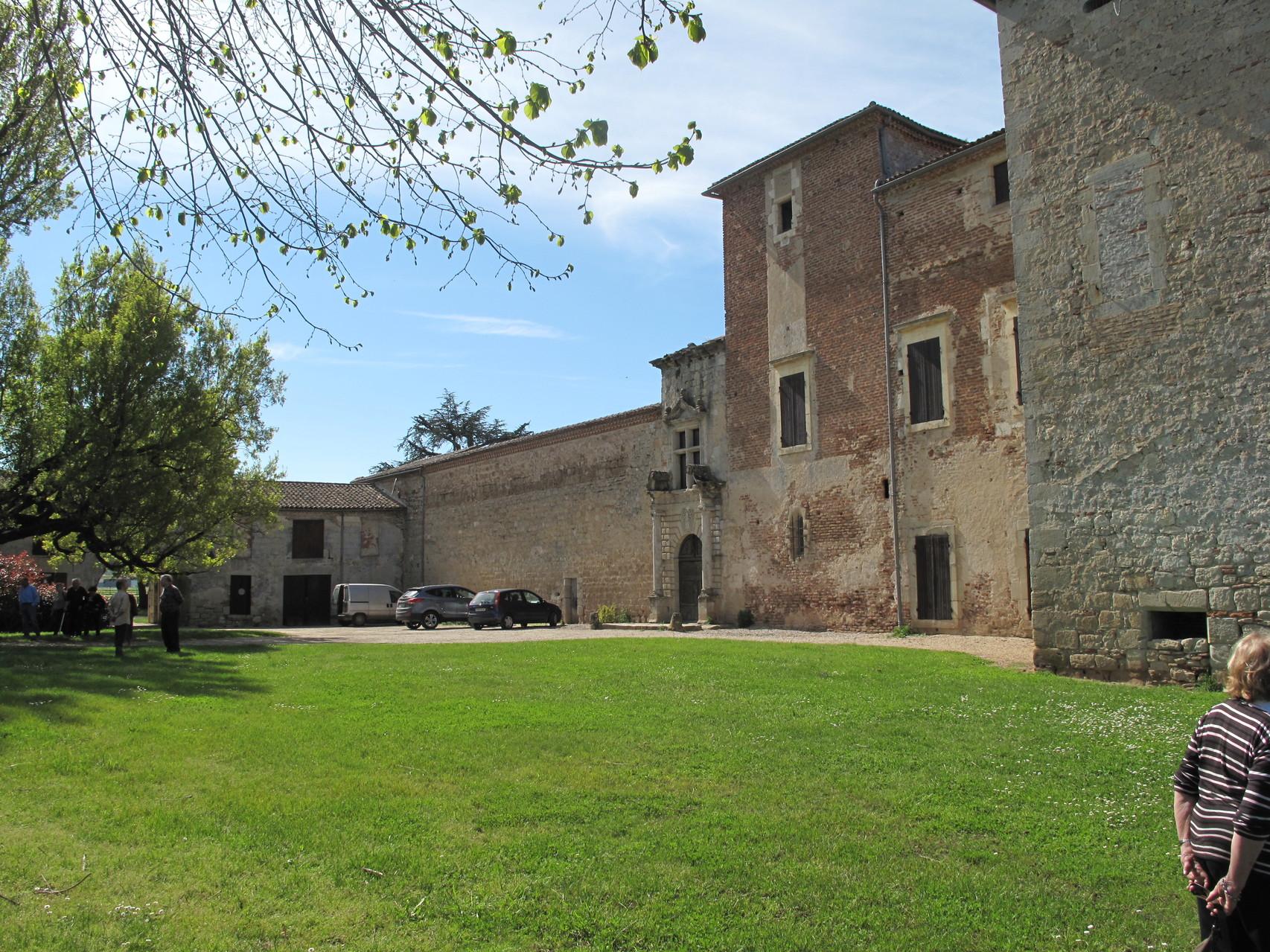 Villeneuve-sur-Lot : le château de Roger (la cour)