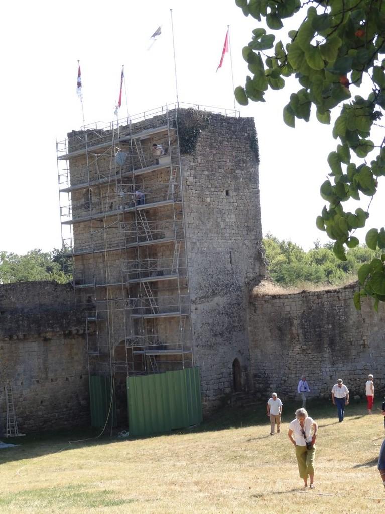 Castrum de Pommiers: la tour Sud de l'enceinte