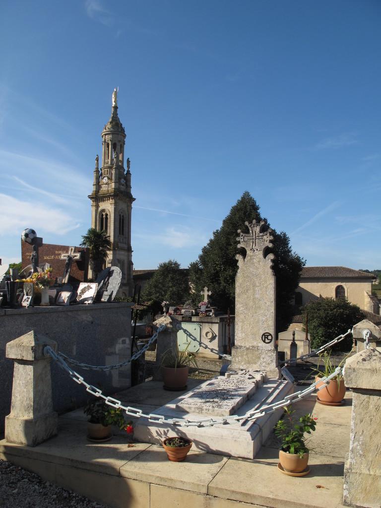 Verdelais : tombe de Toulouse-Lautrec au cimetière.