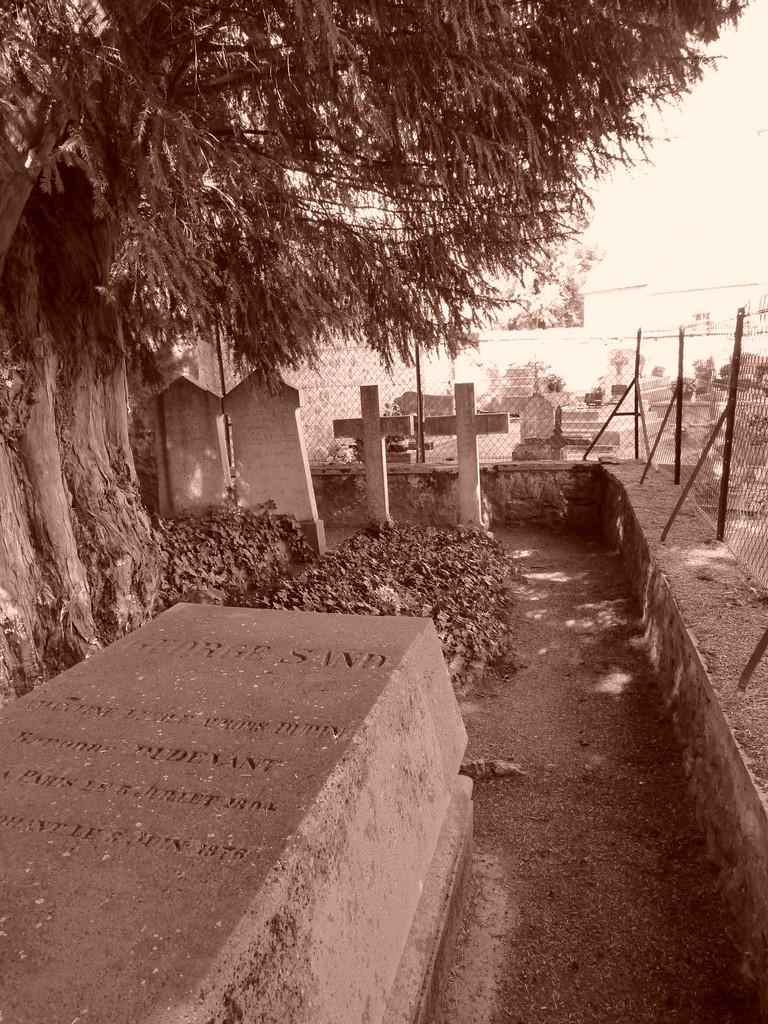 Nohant : tombe de Georges Sand dans le cimetière familial