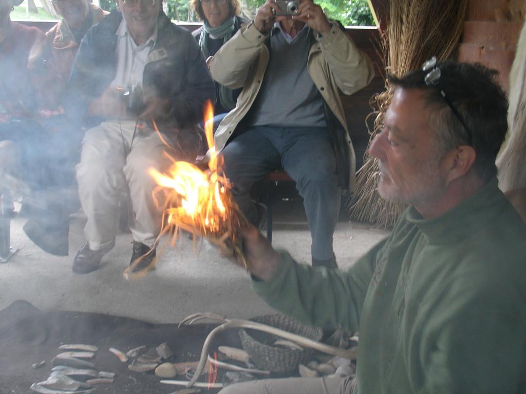Parc de la Préhistoire près de Tarascon : la découverte du feu...