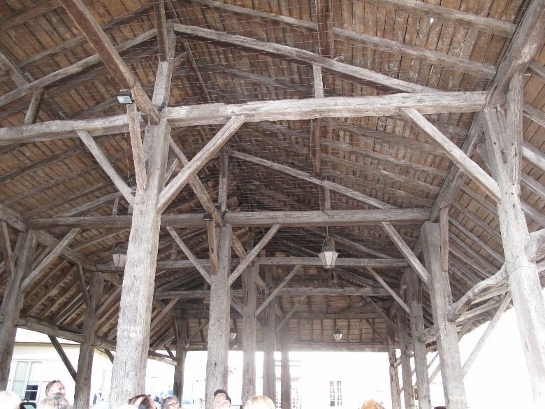 Le Mas d'Agenais: la halle, autrefois halle au blé