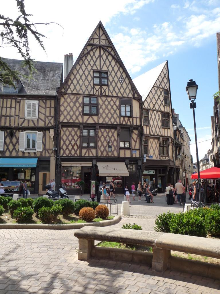 Bourges : la place Gordaine, centre du marché médiéval