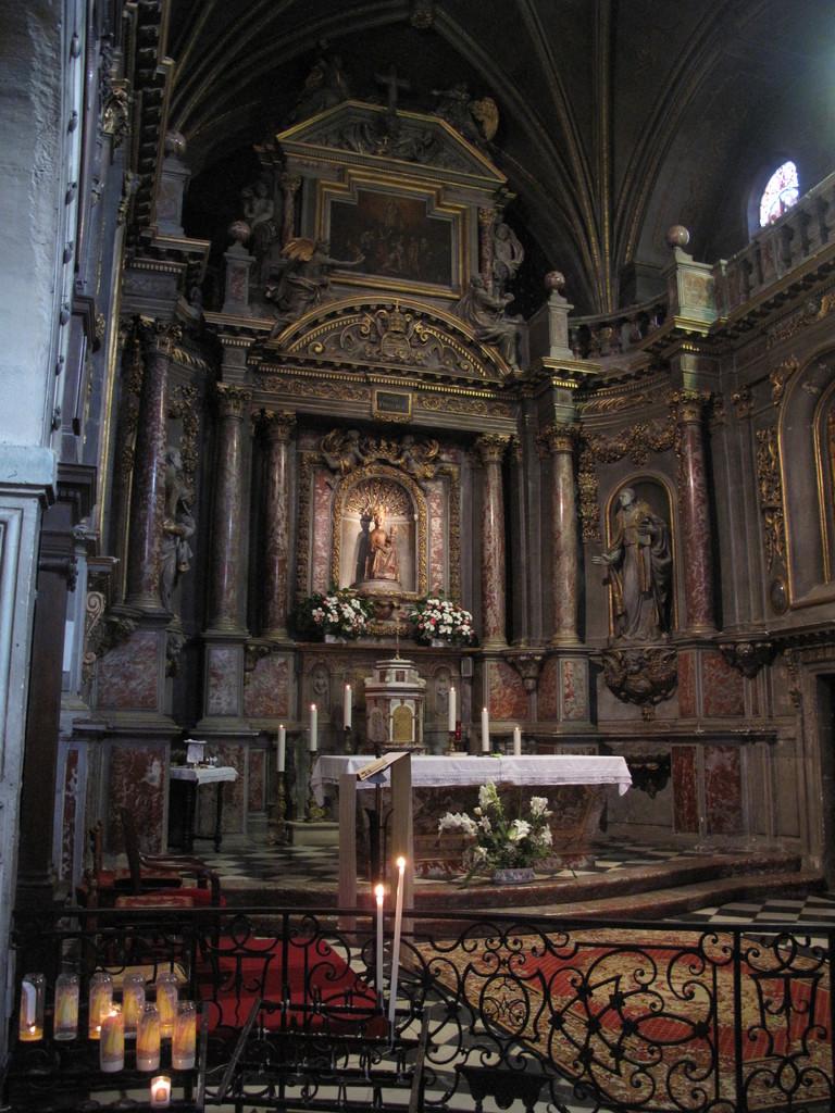 Verdelais : le choeur de la basilique et la Vierge