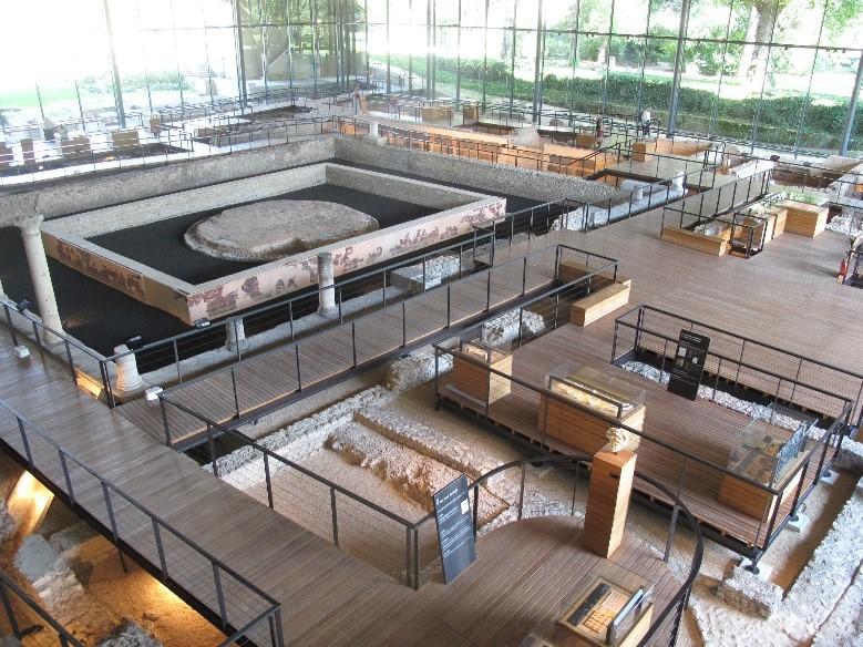 Périgueux, le musée Vesunna: une vue partielle de l'intérieur du musée
