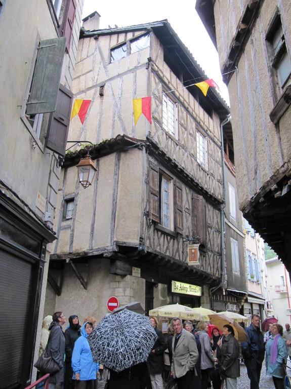 Foix : maison médiévale à pans de bois dans le centre-ville