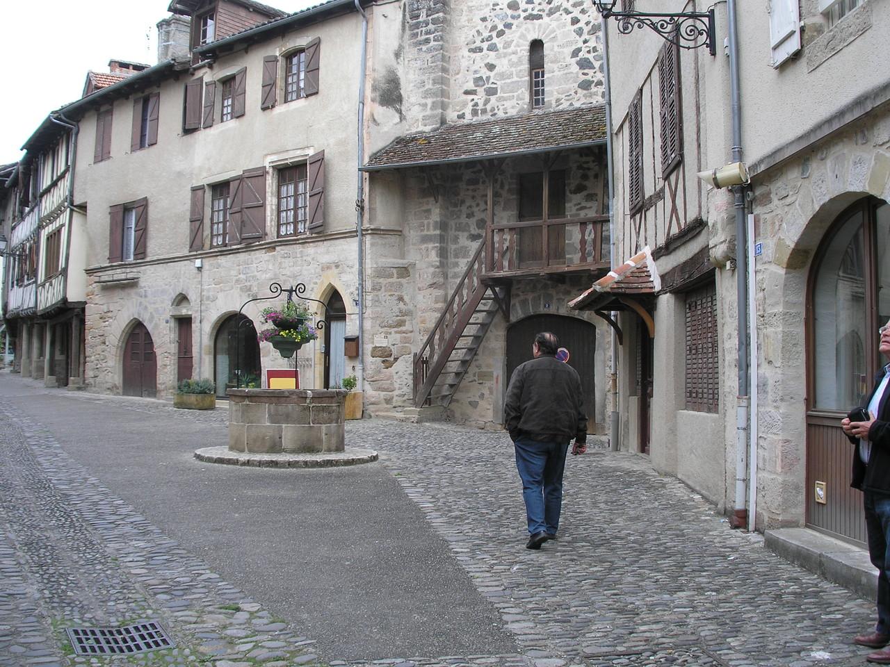 Beaulieu-sur-Dordogne : rue ancienne Sainte-Catherine