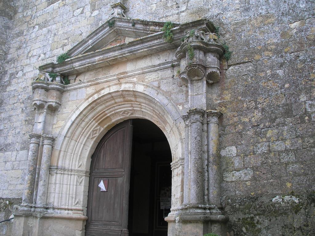 Miradoux : le portail de l'église