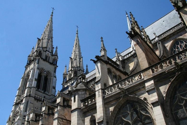 Moulins: la cathédrale (partie Ouest néo-gothique)