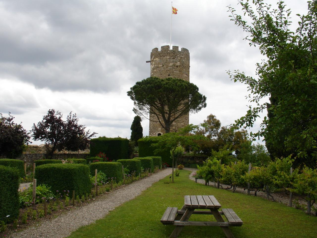 Turenne : le château, la tour César et les jardins