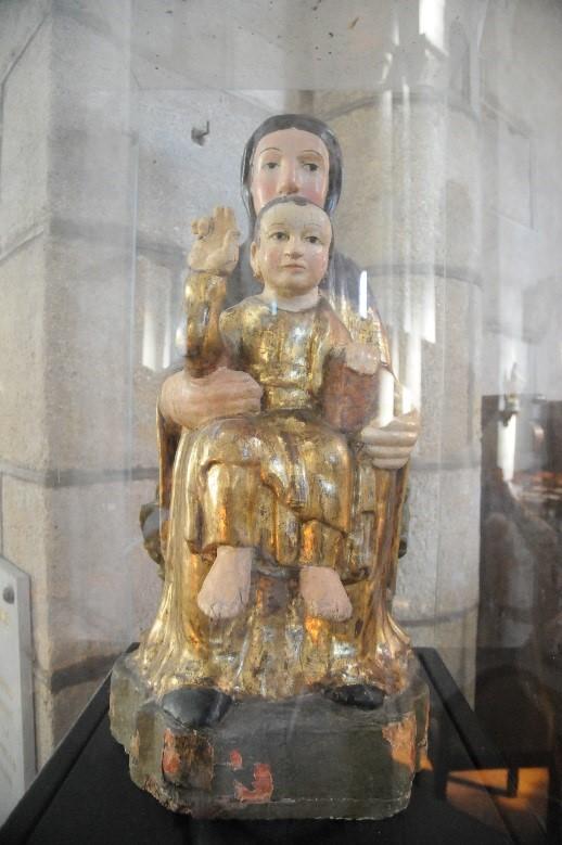 Saint-Saturnin: l'église Notre-Dame, une Vierge en majesté (12è siècle)