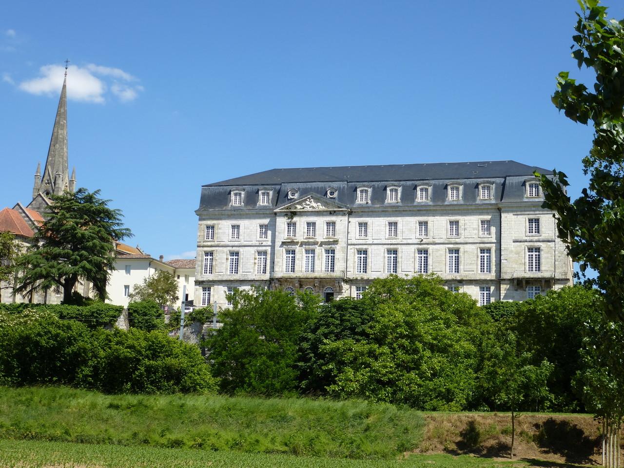 Aiguillon : le château