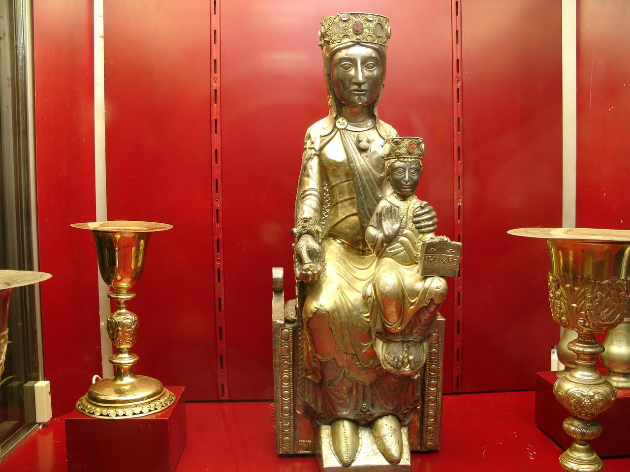 Beaulieu-sur-Dordogne : Vierge romane du 12è siècle