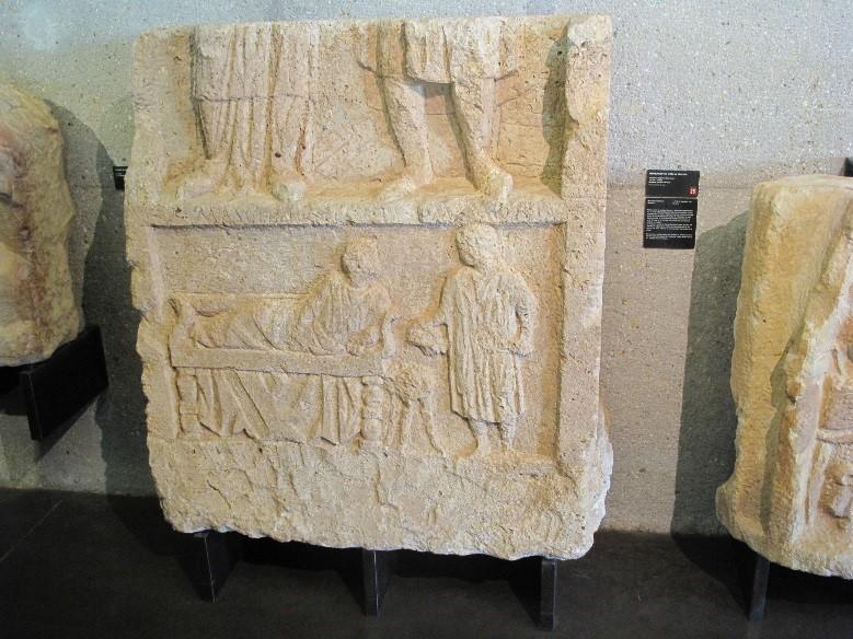 Périgueux, le musée Vesunna: une stèle funéraire