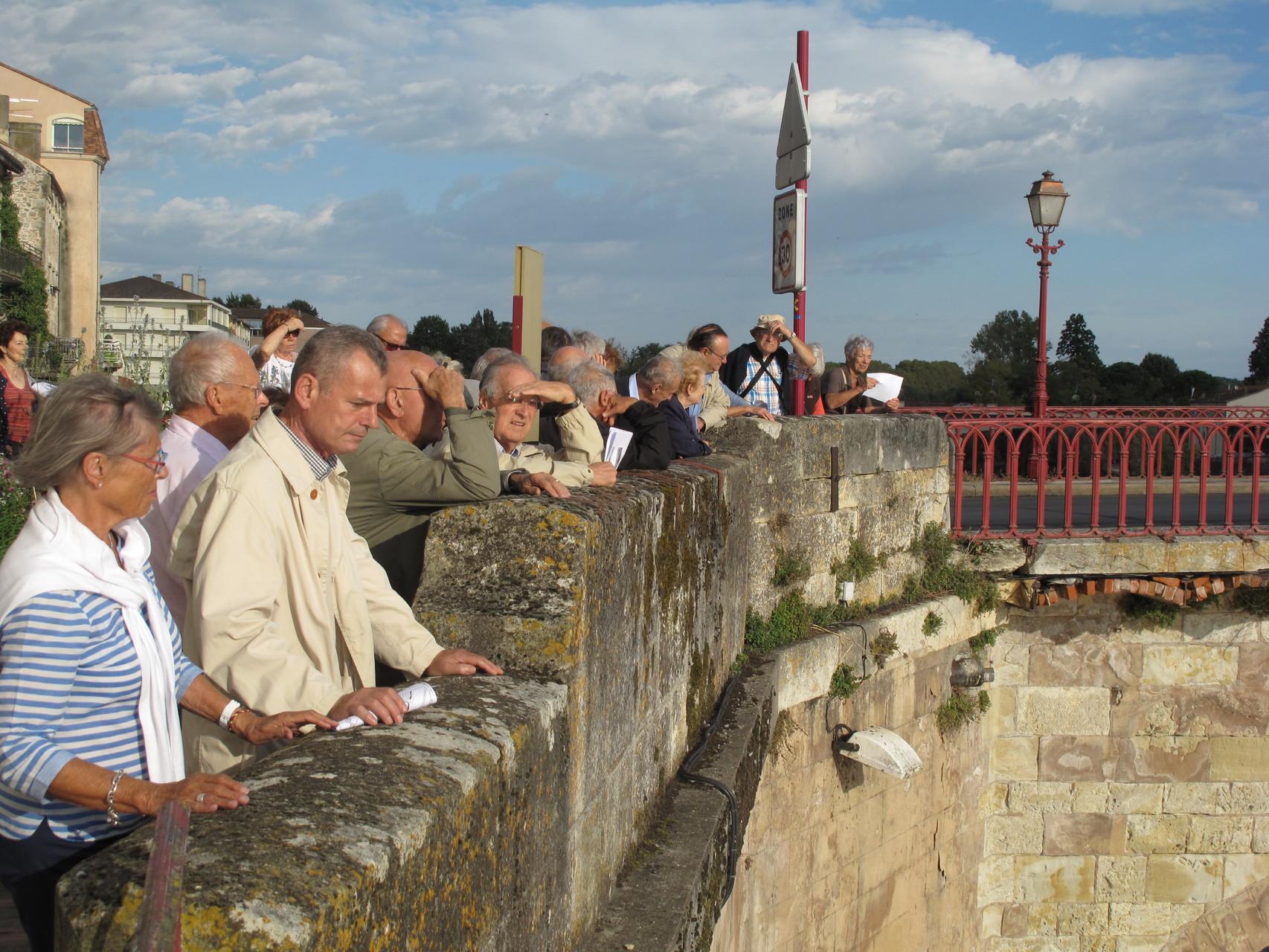 Villeneuve-sur-Lot : les Pastourais sur le Pont Vieux
