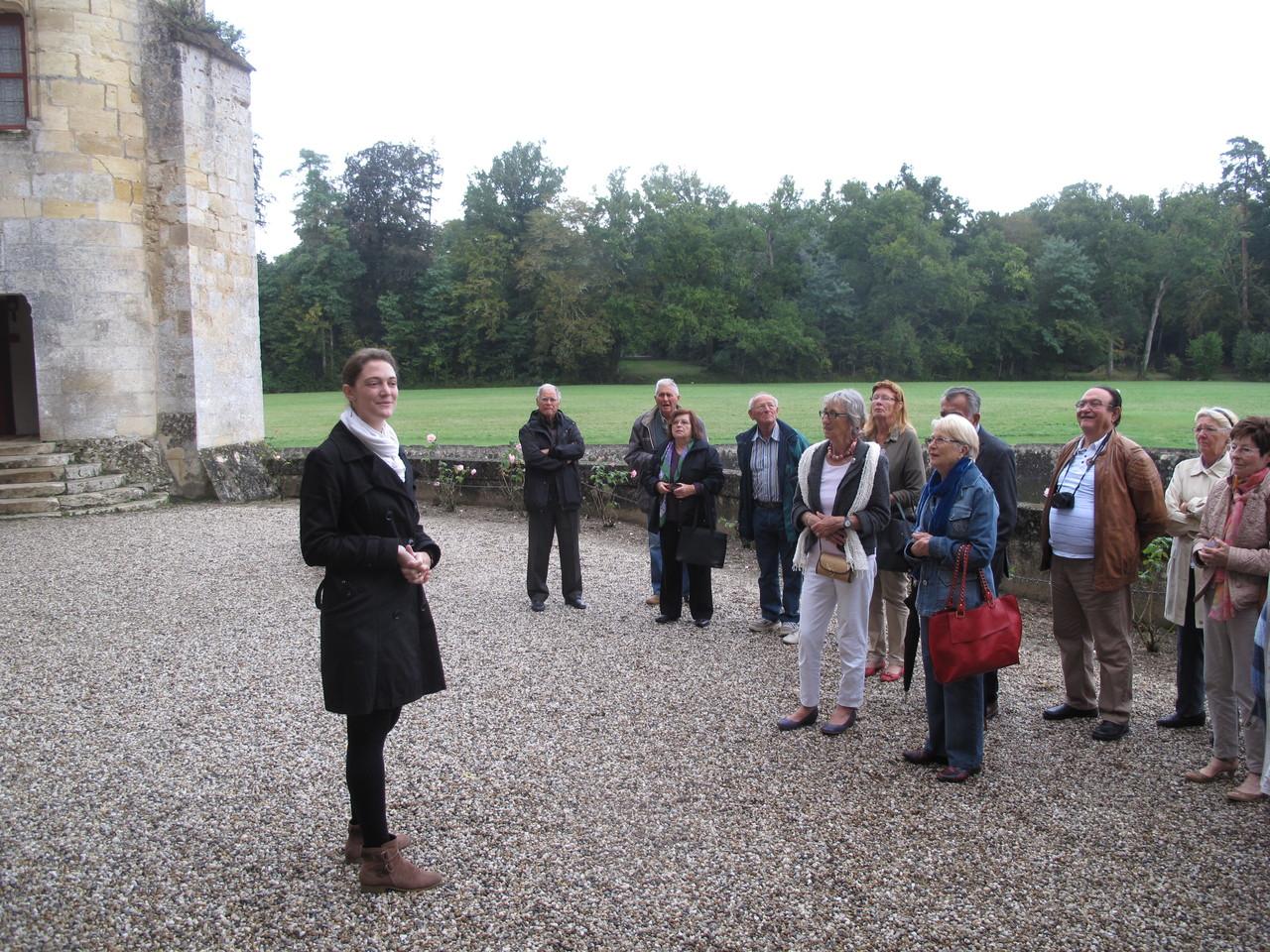 Le château de la Brède : les Pastourais dans la cour d'entrée.