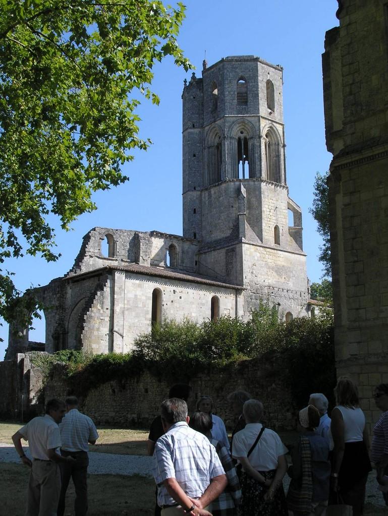 La Sauve : la face Sud de l'abbaye et le clocher