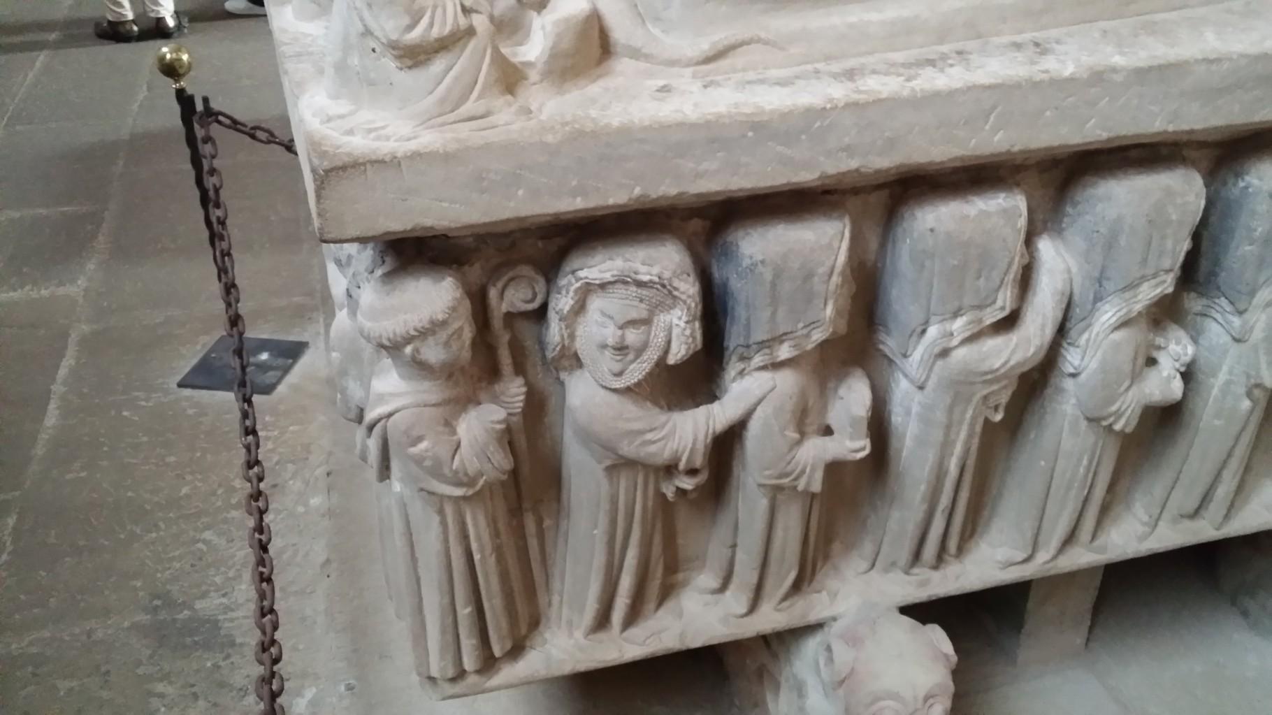 Cañas: au monastère, un sarcophage