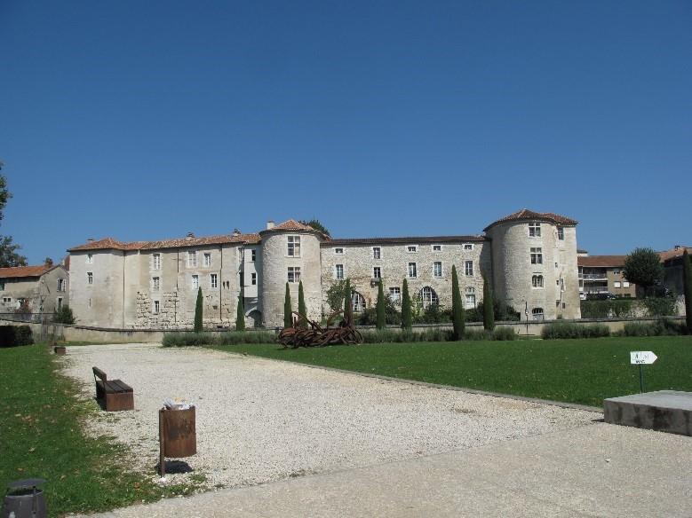 Périgueux: depuis le musée Vesunna, le mur d'enceinte 3è siècle de la cité