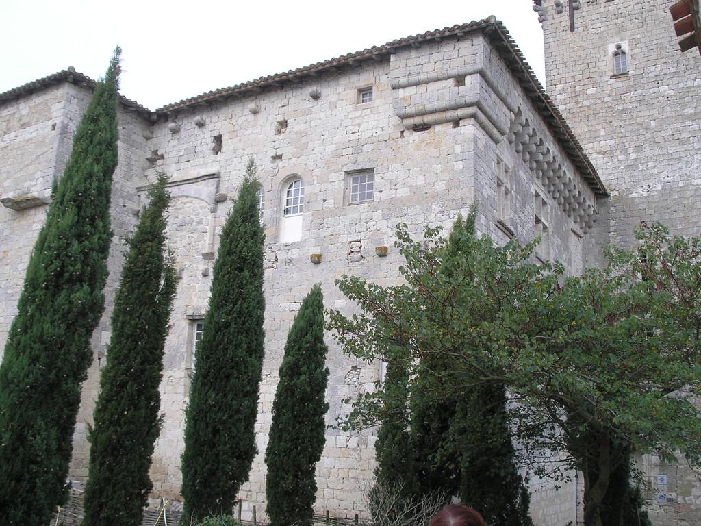 Plieux : les mâchicoulis du château