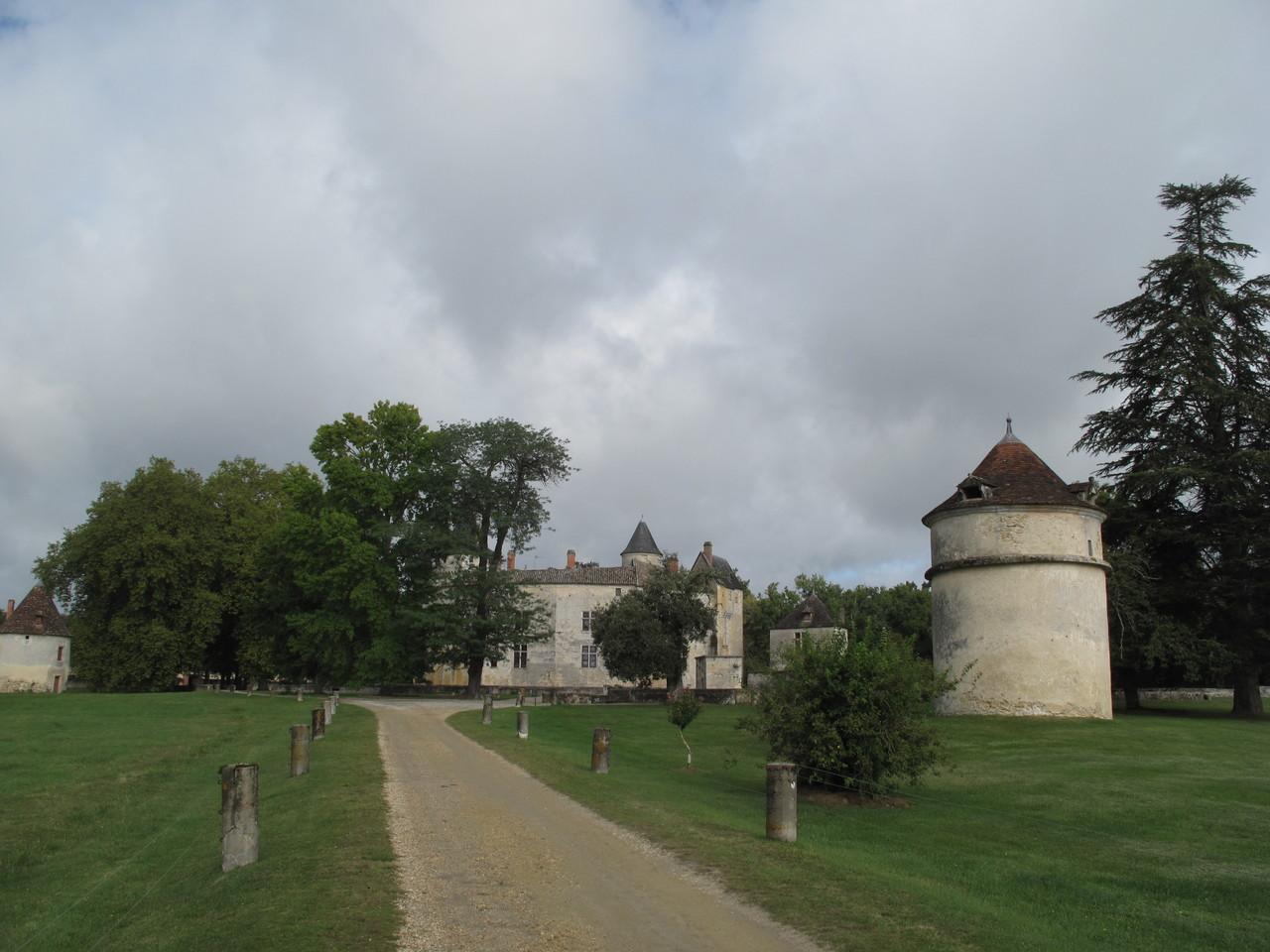 Vers le château de la Brède