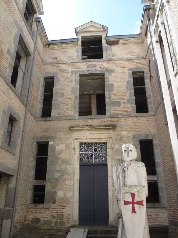 Damazan: cour intérieure du château comtal